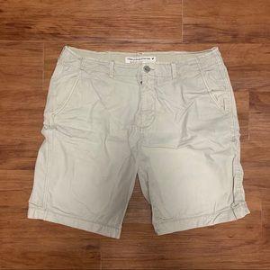 American Eagle Men's Classic Light Khaki Shorts!
